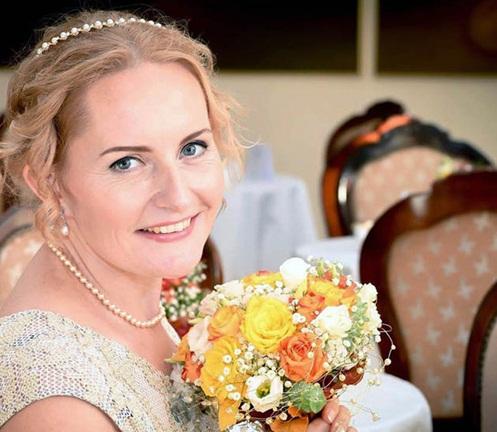 Cô dâu tự cưới chính mình vì tin mình có một phần nam tính - 1