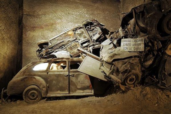 Đường hầm bí mật chứa đầy ô tô cổ tại Napoli - 3