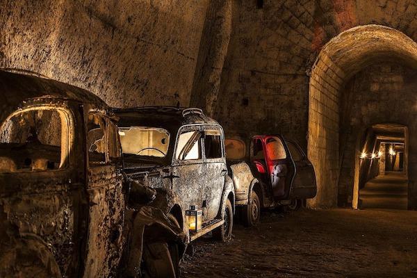Đường hầm bí mật chứa đầy ô tô cổ tại Napoli - 2