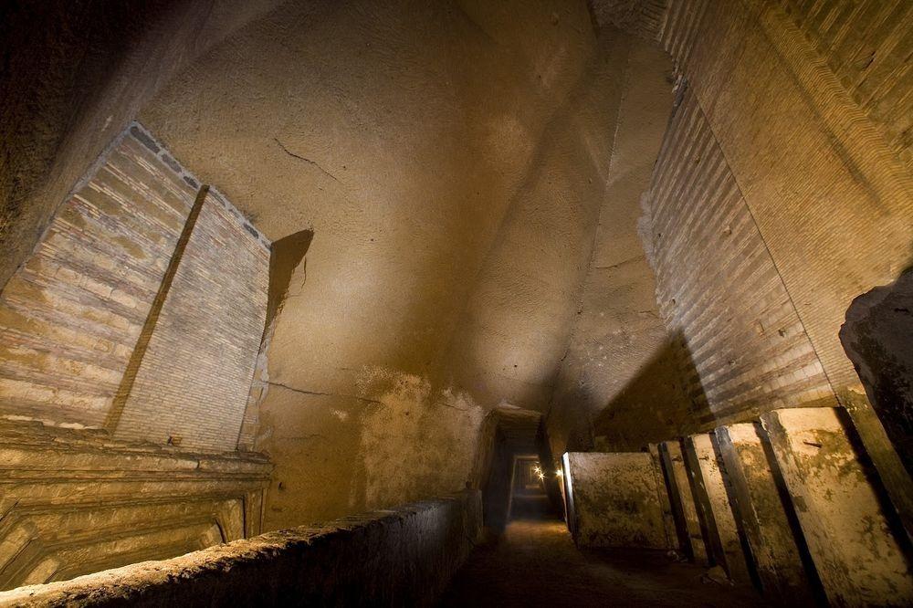 Đường hầm bí mật chứa đầy ô tô cổ tại Napoli - 7