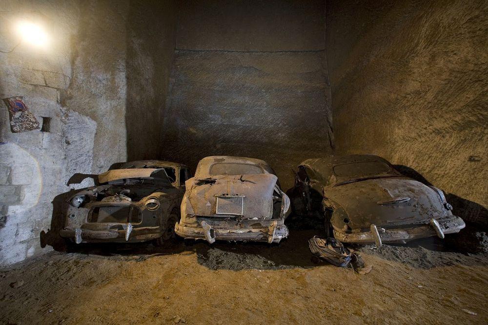 Đường hầm bí mật chứa đầy ô tô cổ tại Napoli - 8