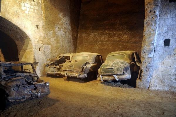 Đường hầm bí mật chứa đầy ô tô cổ tại Napoli - 4