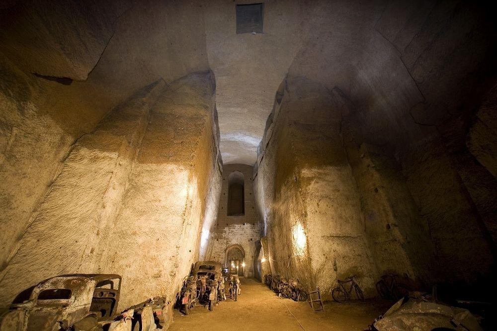Đường hầm bí mật chứa đầy ô tô cổ tại Napoli - 5