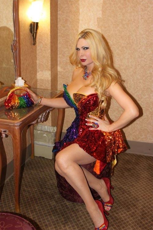 Tròn mắt với trang phục siêu mỏng của mỹ nữ chuyển giới - 11