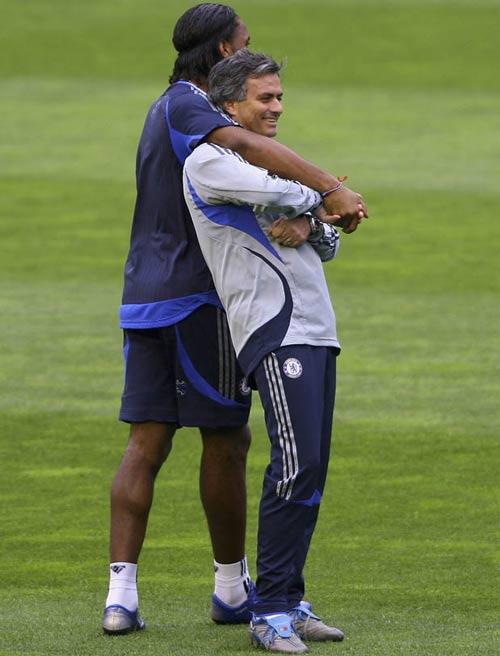 Mourinho gặp lại Chelsea: Hình bóng của người cha - 1