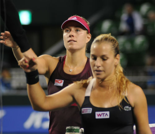 WTA Finals ngày 1: Halep, Kerber thắng trận ra quân - 3