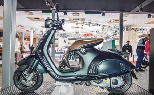 Vespa 946 Emporio Armani tái xuất giá 333 triệu đồng - 8