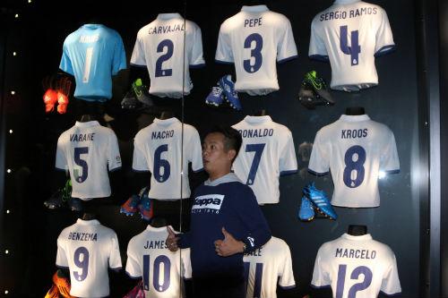 """Nhà vô địch FC Thành Đồng """"đột nhập"""" phòng thay đồ Real Madrid - 1"""