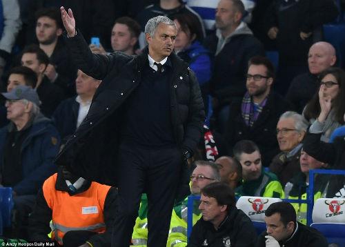 """Góc chiến thuật Chelsea - MU: """"Bức tượng"""" Mourinho - 1"""