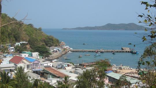 Những ngày đi trốn trên đảo Nam Du - 4