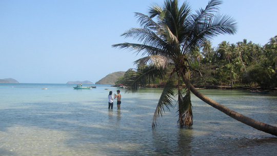 Những ngày đi trốn trên đảo Nam Du - 10