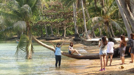 Những ngày đi trốn trên đảo Nam Du - 9