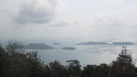 Những ngày đi trốn trên đảo Nam Du - 15