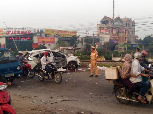 HN: Tàu hỏa tông ô tô, 4 người chết, 3 người nguy kịch - 1
