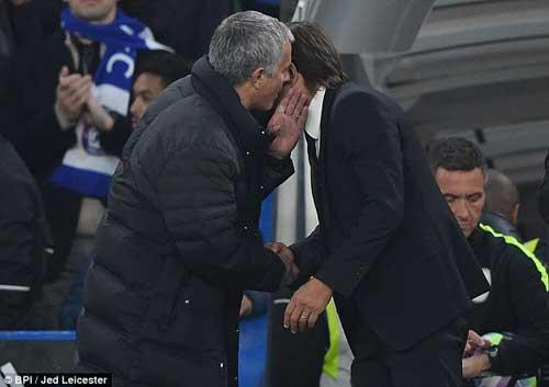 Conte ăn mừng máu lửa, Mourinho khó chịu ra mặt - 1