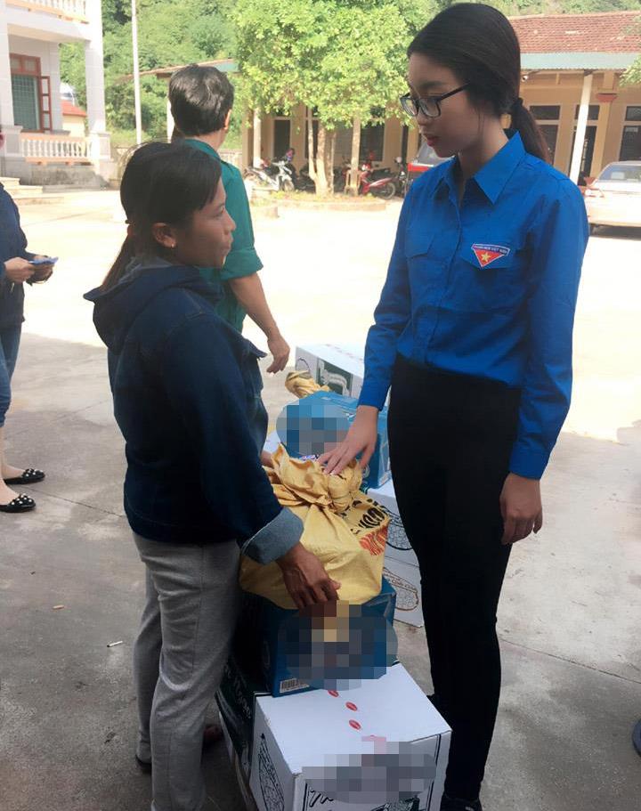 HH Mỹ Linh, Á hậu Thanh Tú giản dị tiếp sức miền lũ - 4