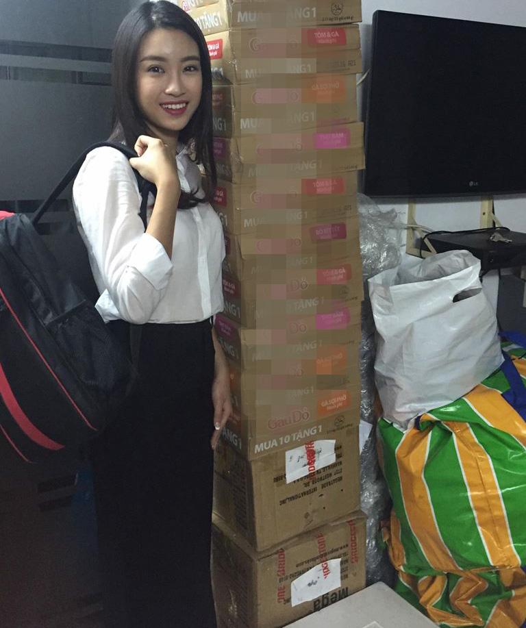 HH Mỹ Linh, Á hậu Thanh Tú giản dị tiếp sức miền lũ - 9