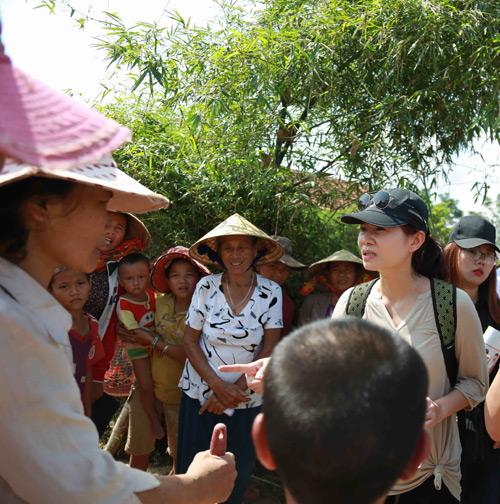 Thu Minh mang 700 triệu tiền quyên góp đến miền Trung - 5