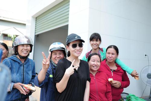 Thu Minh mang 700 triệu tiền quyên góp đến miền Trung - 6