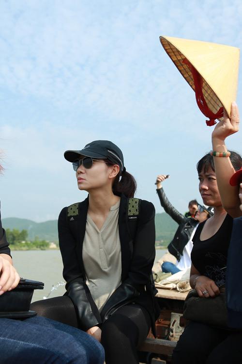 Thu Minh mang 700 triệu tiền quyên góp đến miền Trung - 7
