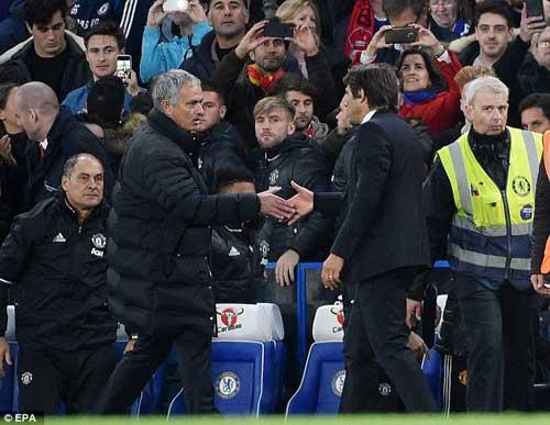 """Mourinho bảo thủ, MU đang rơi xuống """"địa ngục"""" - 2"""