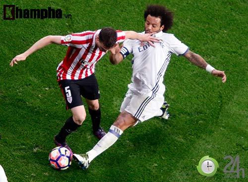 Nỗi buồn Ronaldo & nụ hôn của fan nữ xinh Bilbao - 11