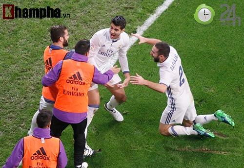 Nỗi buồn Ronaldo & nụ hôn của fan nữ xinh Bilbao - 13