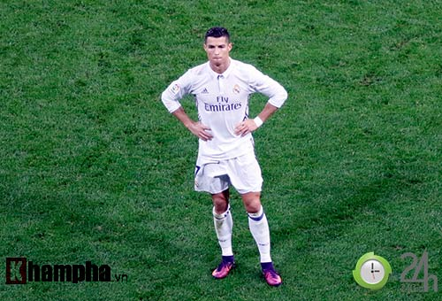 Nỗi buồn Ronaldo & nụ hôn của fan nữ xinh Bilbao - 14