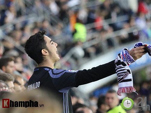Nỗi buồn Ronaldo & nụ hôn của fan nữ xinh Bilbao - 5