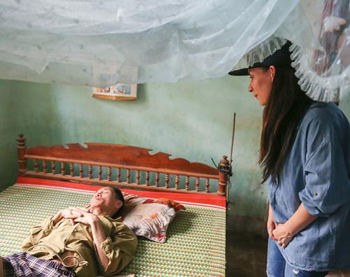 Mẹ con Hồ Văn Cường mang 1 tỷ đồng tặng bà con miền Trung - 6
