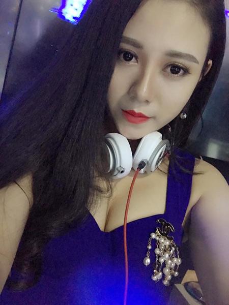 Nữ DJ 21 tuổi thành công nhờ phẫu thuật thẩm mỹ - 4