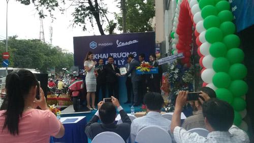 Piaggio Sang Trọng khai trương showroom mới tại quận Tân Phú TP.HCM - 1