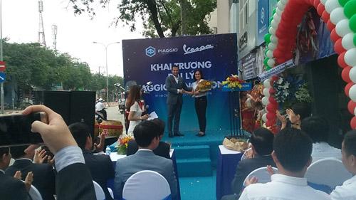 Piaggio Sang Trọng khai trương showroom mới tại quận Tân Phú TP.HCM - 4