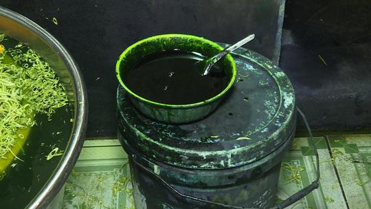 Xử phạt cơ sở rau muống ngâm hóa chất 39 triệu đồng - 2