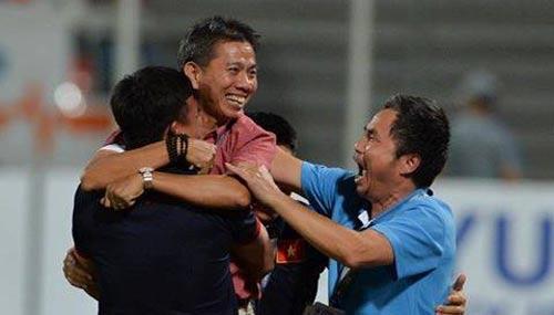'MU nên sa thải Mourinho, mời HLV Hoàng Anh Tuấn về dẫn dắt' - 1
