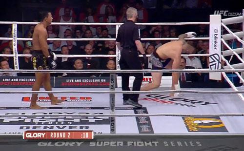 MMA, phẫn nộ trọng tài: Võ sĩ gần ngất vẫn bắt đấu - 1