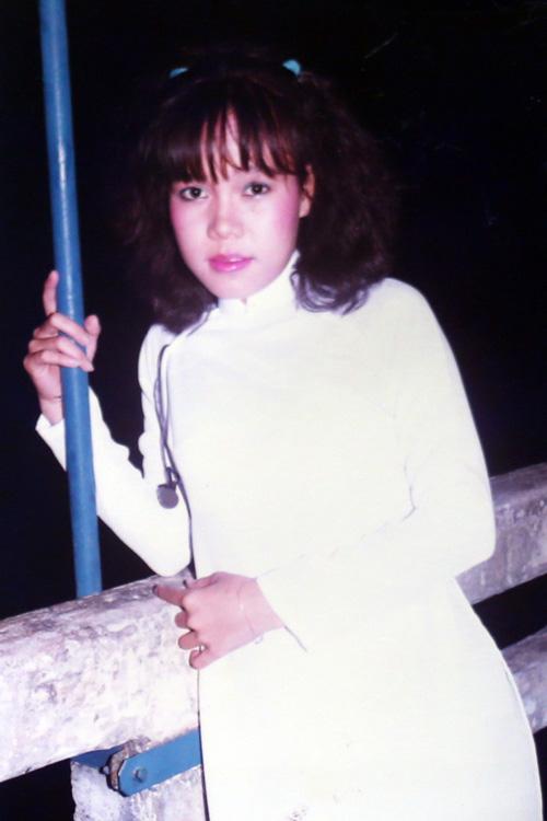 Chùm ảnh thời thiếu nữ lần đầu hé lộ của Việt Hương - 5