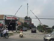 Tin tức trong ngày - Lời kể nhân chứng vụ tàu đâm ô tô ở Thường Tín
