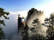 """Ngắm ngôi đền """"ngự"""" trên ngọn núi cao hơn 1.600 m"""