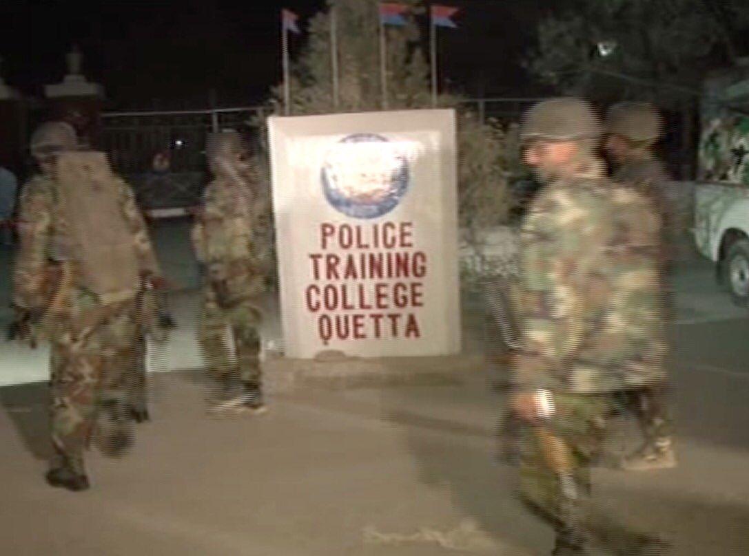 IS tấn công trường cảnh sát Pakistan, 50 người thiệt mạng - 1