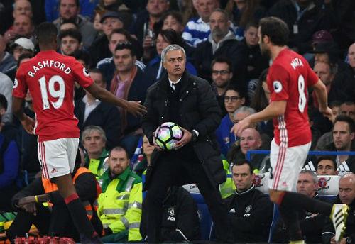 MU: Mourinho bị chỉ trích vì lạnh lùng với học trò - 4