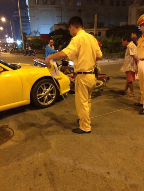 """Porsche 911 Carrera """"sứt đầu mẻ trán"""" trên phố Minh Khai - 3"""