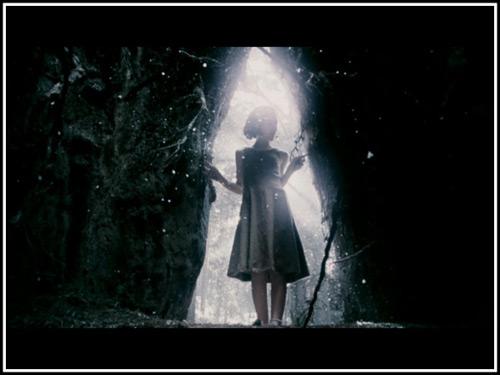 Bộ phim kinh dị được làm từ câu chuyện cổ tăm tối nhất - 2