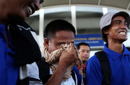3 thuyền viên bị cướp biển Somalia bắt cóc đã về tới Hà Nội - 1