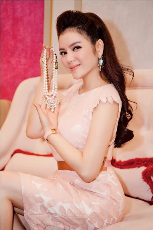 Mê mẩn ngắm 5 người đẹp Vũng Tàu hot nhất showbiz Việt - 7