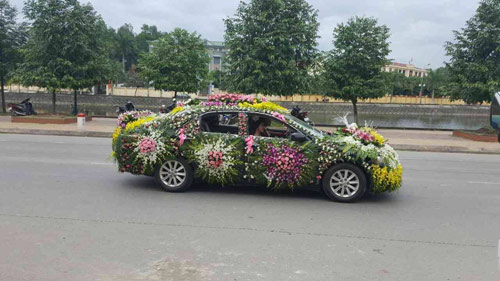 """Chiếc xe dâu """"nhiều hoa nhất quả đất"""" của chú rể Nghệ An - 2"""