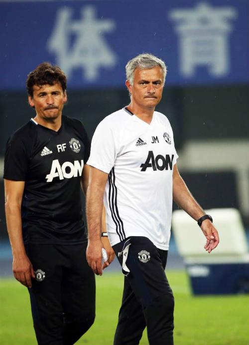 MU: Mourinho bị chỉ trích vì lạnh lùng với học trò - 1
