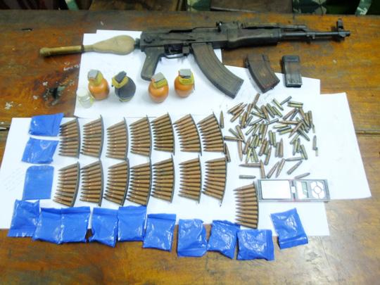 """9X sắm cả """"kho"""" lựu đạn để buôn 2.600 viên ma túy - 1"""