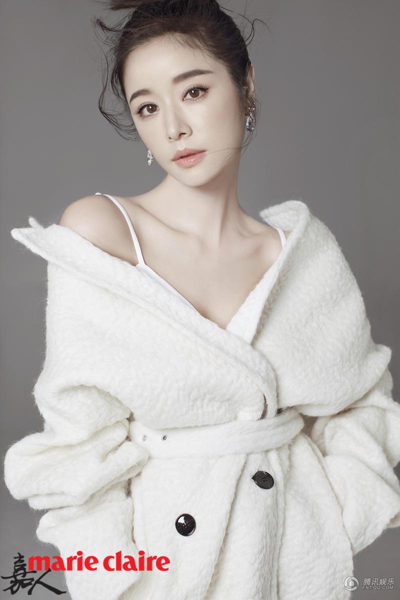 Lâm Tâm Như quá xinh đẹp, gợi cảm dù bầu 6 tháng - 2