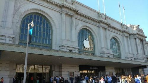Doanh thu Apple lần đầu sụt giảm sau 14 năm - 1
